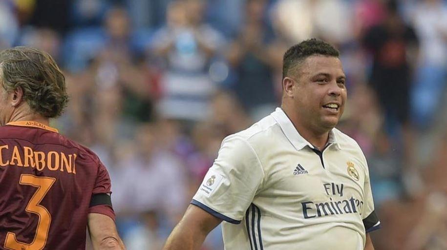 Ronaldo com a camisa do Real Madrid em jogo contra a Roma
