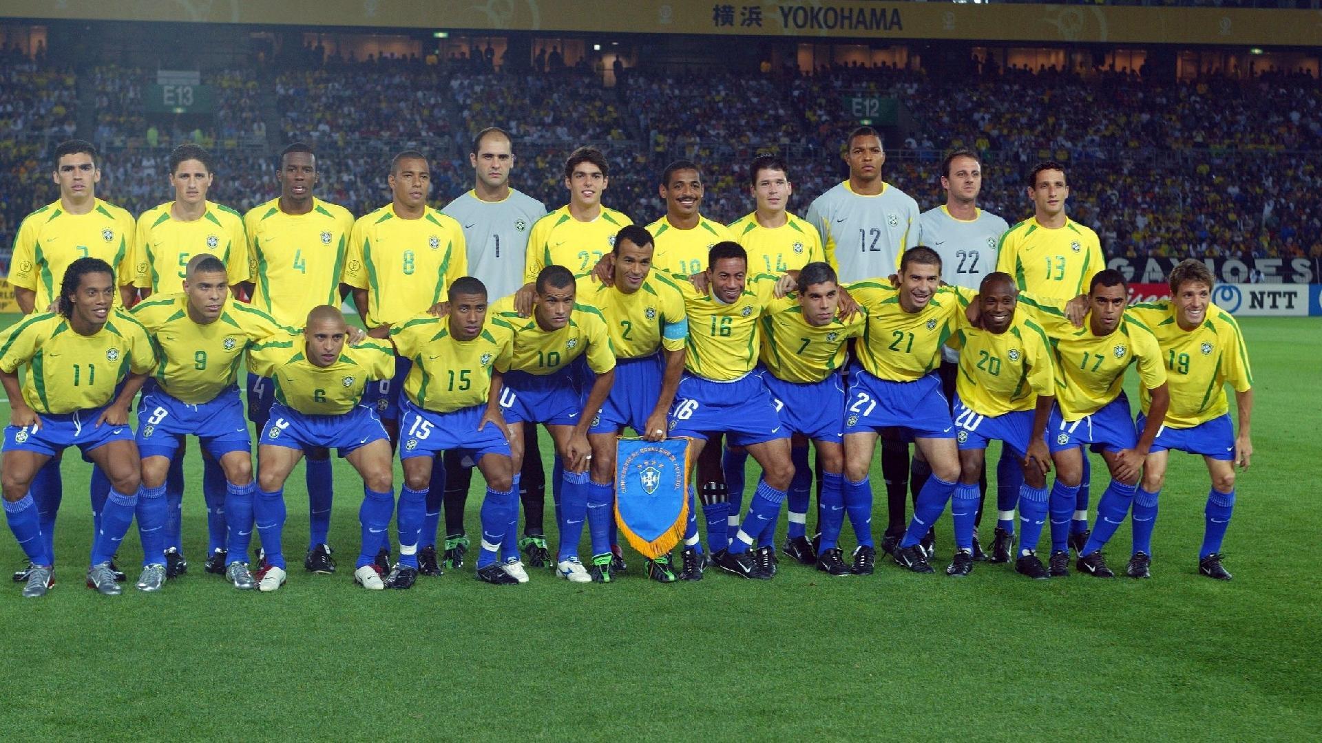 Seleção brasileira na tradicional foto do time antes da final da Copa do Mundo de 2002