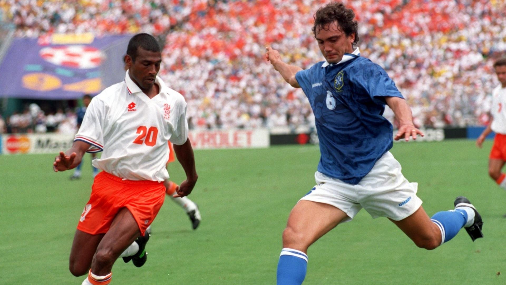 Branco em lance do jogo contra a Holanda na Copa do Mundo de 1994