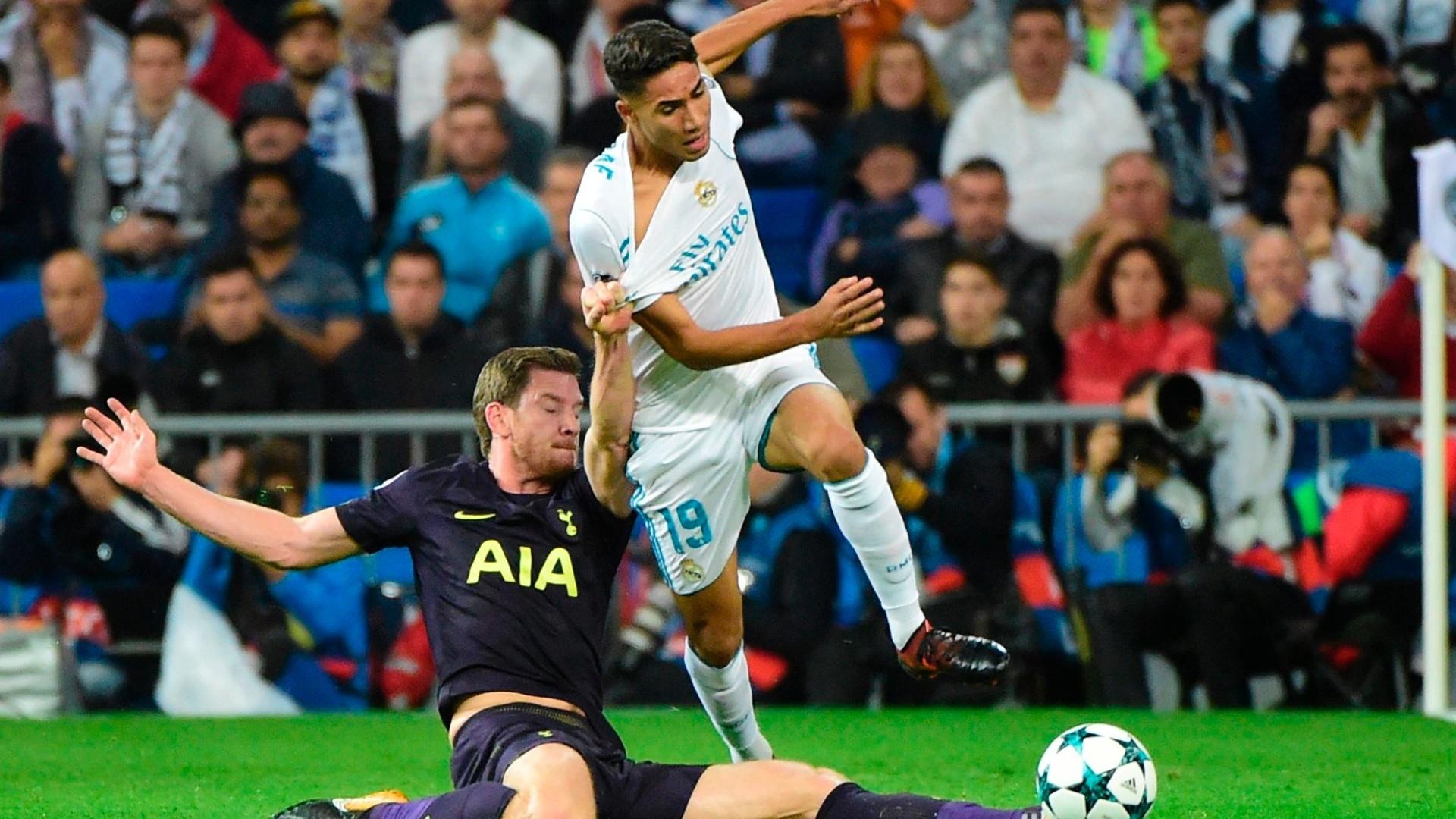 Lateral Achraf Hakimi, do Real Madrid, em ação contra o Tottenham