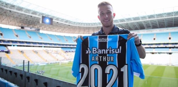 Arthur, volante do Grêmio, tem contrato com o clube gaúcho até 2021