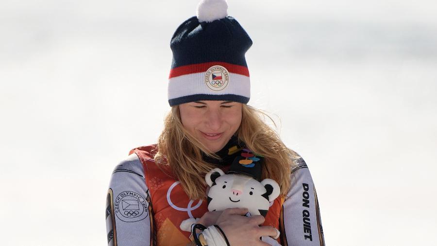 Ester Ledecka comemora vitória no Super-G - Martin Bernetti/AFP