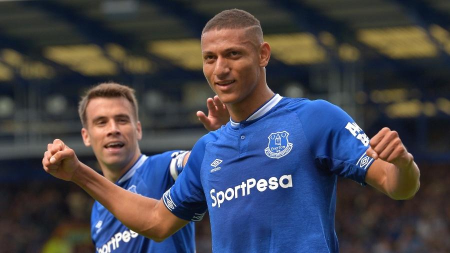 Richarlison marca gol pelo Everton no jogo contra o Southampton - Peter Powell/Reuters