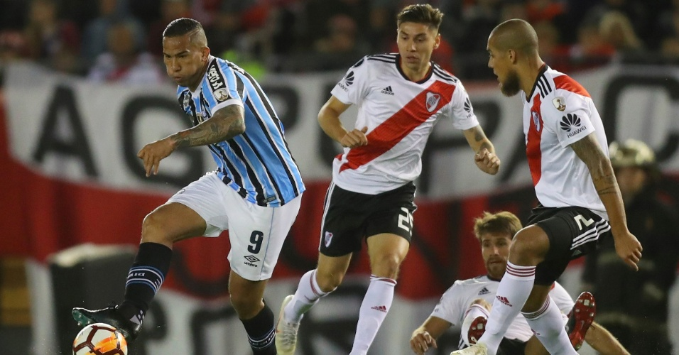 Jael, atacante do Grêmio, durante jogo contra o River Plate
