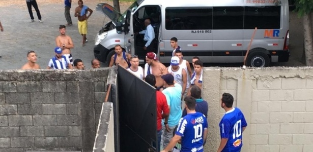 Confusão gerou veto de torcida do Goytacaz e interdição de estádio do N. Iguaçu - Reprodução/Twitter Futrio