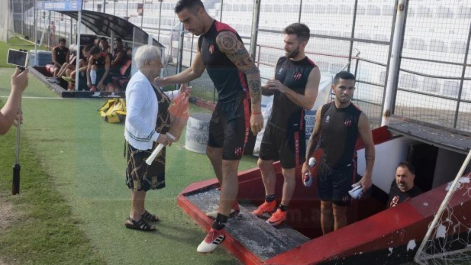 30599902b1556 Curandeira de 95 anos pode ter definido título e rebaixamento na Argentina  - 20/03/2019 - UOL Esporte