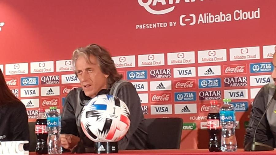 Jorge Jesus, técnico do Flamengo, em entrevista coletiva antes da final do Mundial de Clubes - Leo Burlá / UOL