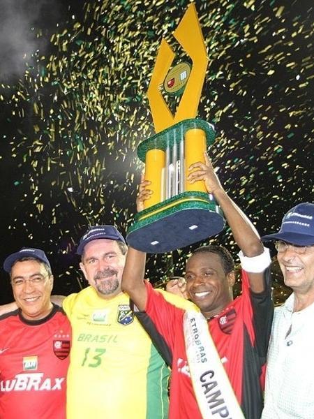 Último jogo do Fla no SBT foi obscuro, de patrocinador e deixou Rio de fora