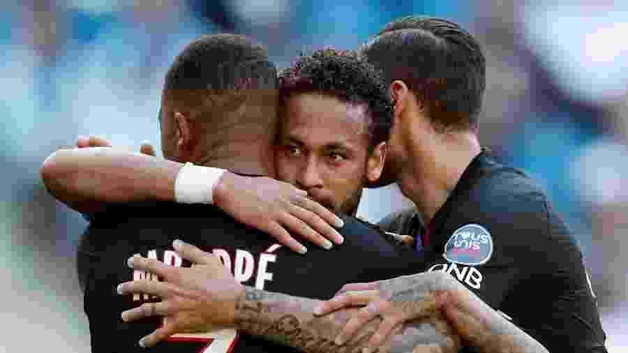 Neymar abraça Mbappe e Icardi em amistoso entre PSG e Le Havre - Benoit Tessier/REUTERS