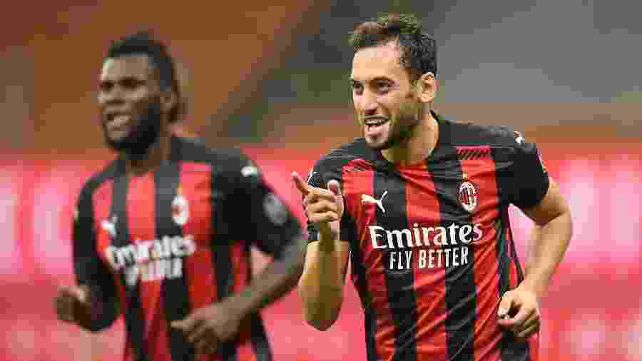 Calhanoglu, do Milan, é alvo do Manchester United no mercado da bola - REUTERS/Daniele Mascolo