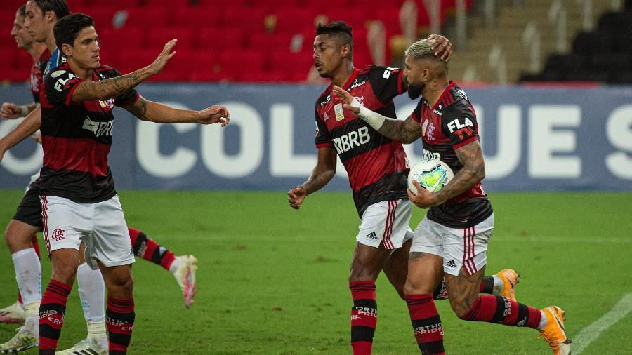 Gabigol celebra com Pedro e Bruno Henrique gol pelo Flamengo - Alexandre Vidal / Flamengo