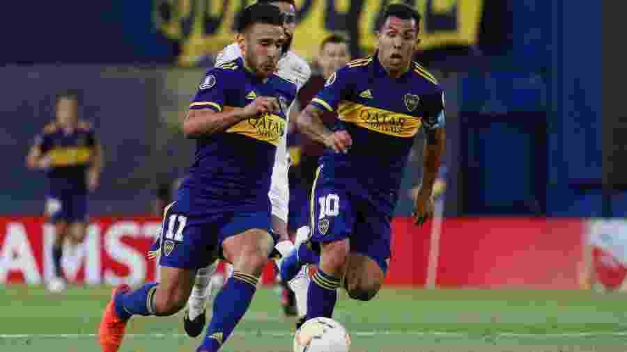 Salvio e Tevez correm pelo Boca contra o Santos na Bombonera - Divulgação CABJ