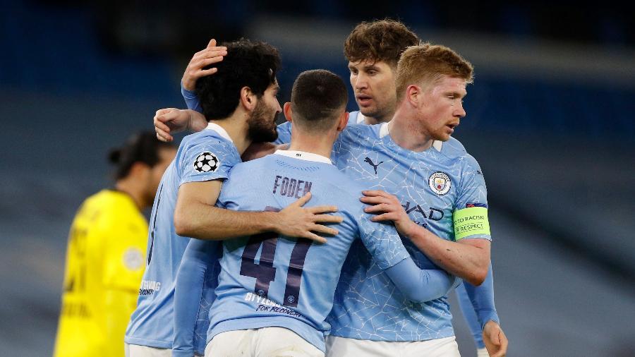 Jogadores do City comemoram segundo gol contra o Borussia Dortmund - PHIL NOBLE/REUTERS