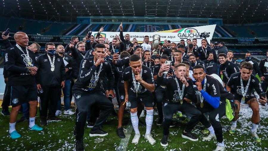 Jogadores do Grêmio comemoram tetracampeonato gaúcho depois de Gre-Nal - Lucas Uebel/Grêmio FBPA