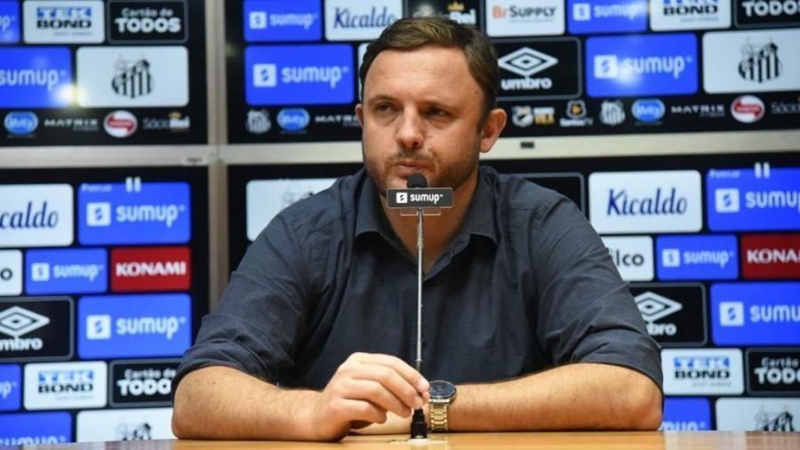André Mazzuco, executivo de futebol do Santos, em coletiva à imprensa - Ivan Storti