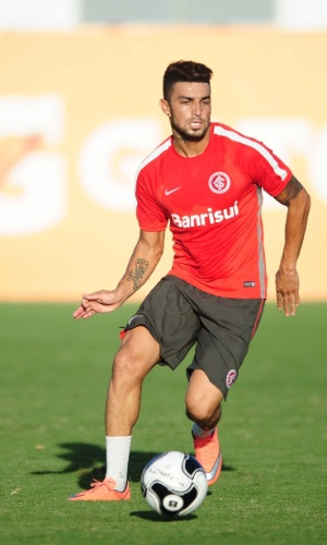 Paulo Cezar Magalhaes, lateral do Internacional, durante treino