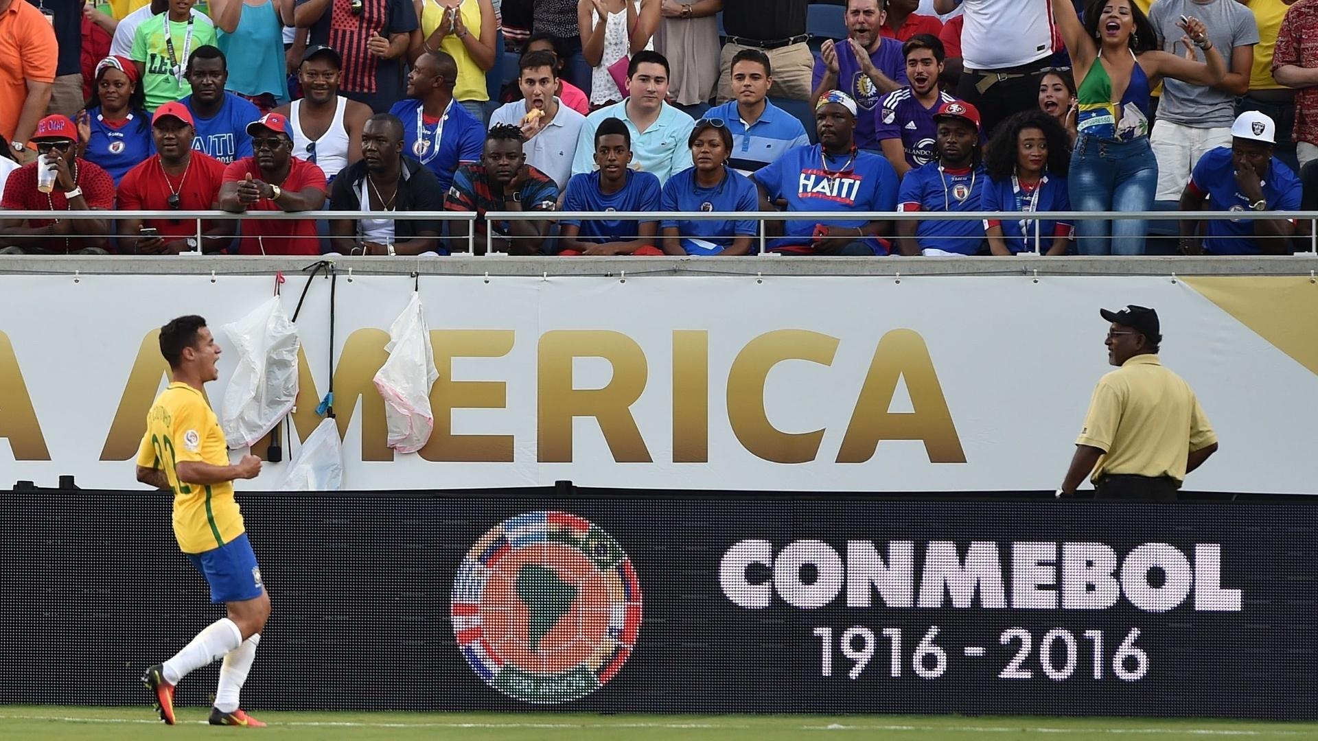 Philippe Coutinho comemora o primeiro gol do Brasil na partida contra o Haiti pela Copa América