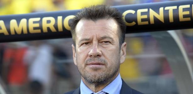O técnico Dunga foi oferecido ao chilenos por um representante