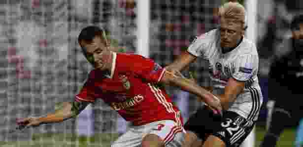 Grimaldo (esq.) em ação pelo Benfica - Xinhua/Atlantico Press/ZUMAPRESS