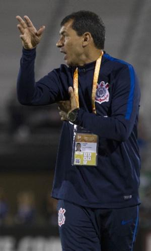 Fábio Carille orienta time do Corinthians na partida contra o Vasco