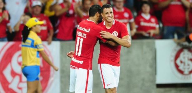 Roberson comemora gol pelo Internacional contra o Brasil de Pelotas
