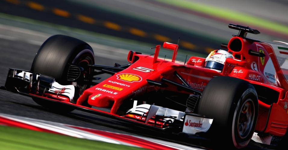 Sevastian Vettel, da Ferrari, testa em Barcelona