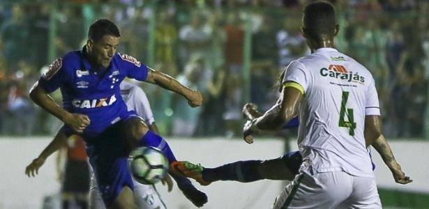 Thiago Neves parou no goleiro Dias, mas deu a assistência para o zagueiro Manoel