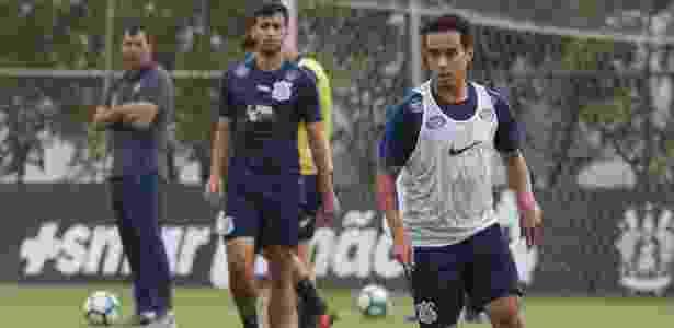 Carille observa Jadson em treino do Corinthians realizado no CT Joaquim Grava - Daniel Augusto Jr. / Ag. Corinthians