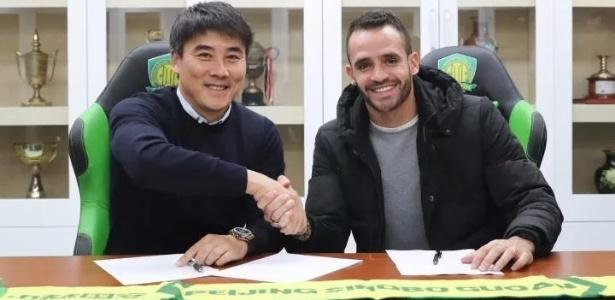 Renato Augusto renovou contrato com o Beijing Guoan