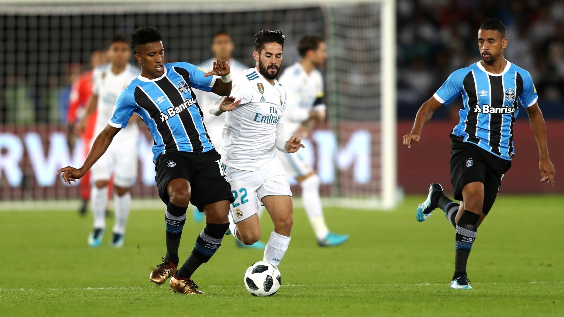 Cortez e Isco disputam lance na final do Mundial entre Grêmio e Real Madrid