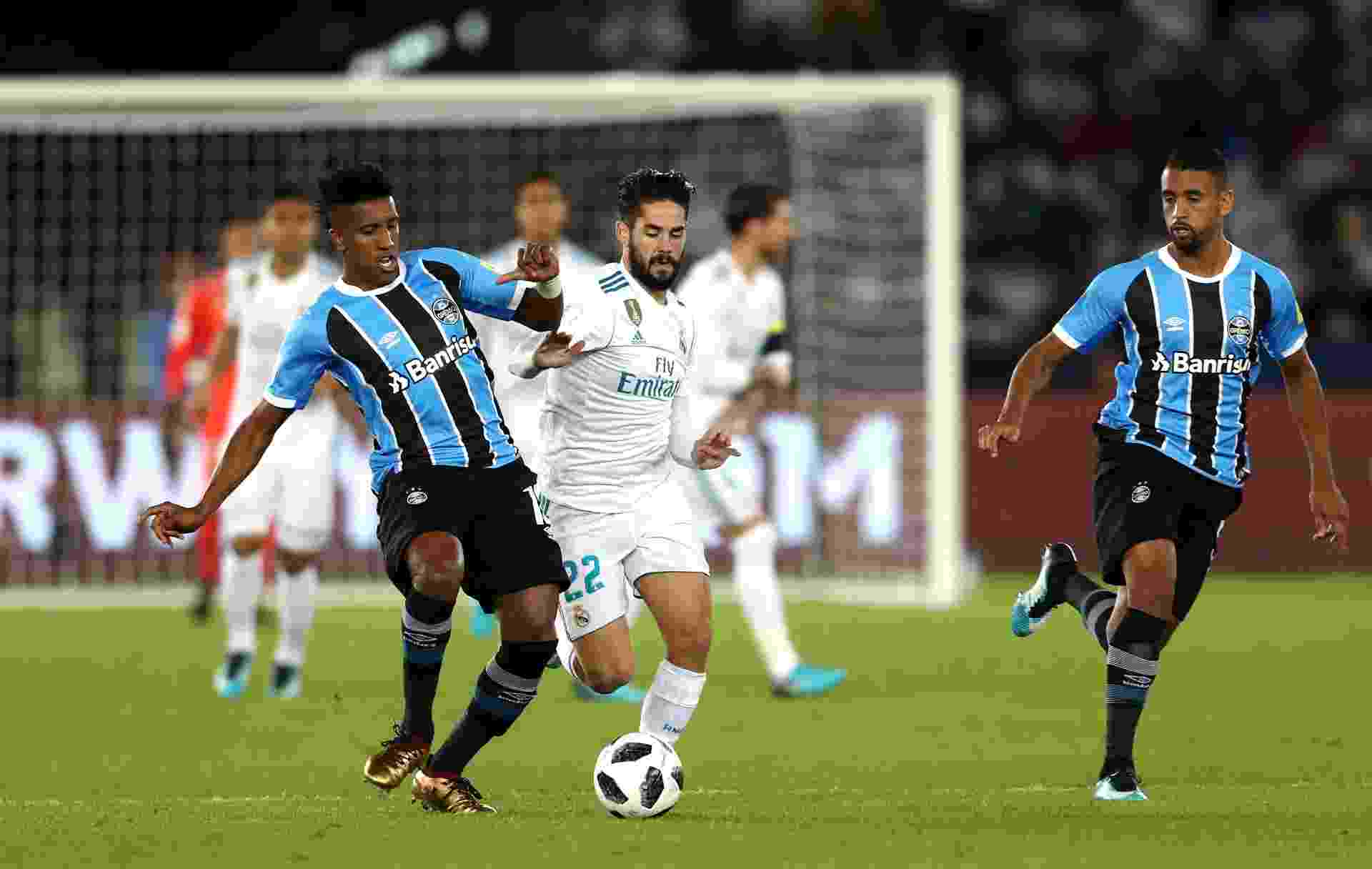 Cortez e Isco disputam lance na final do Mundial entre Grêmio e Real Madrid - François Nel/Getty Images