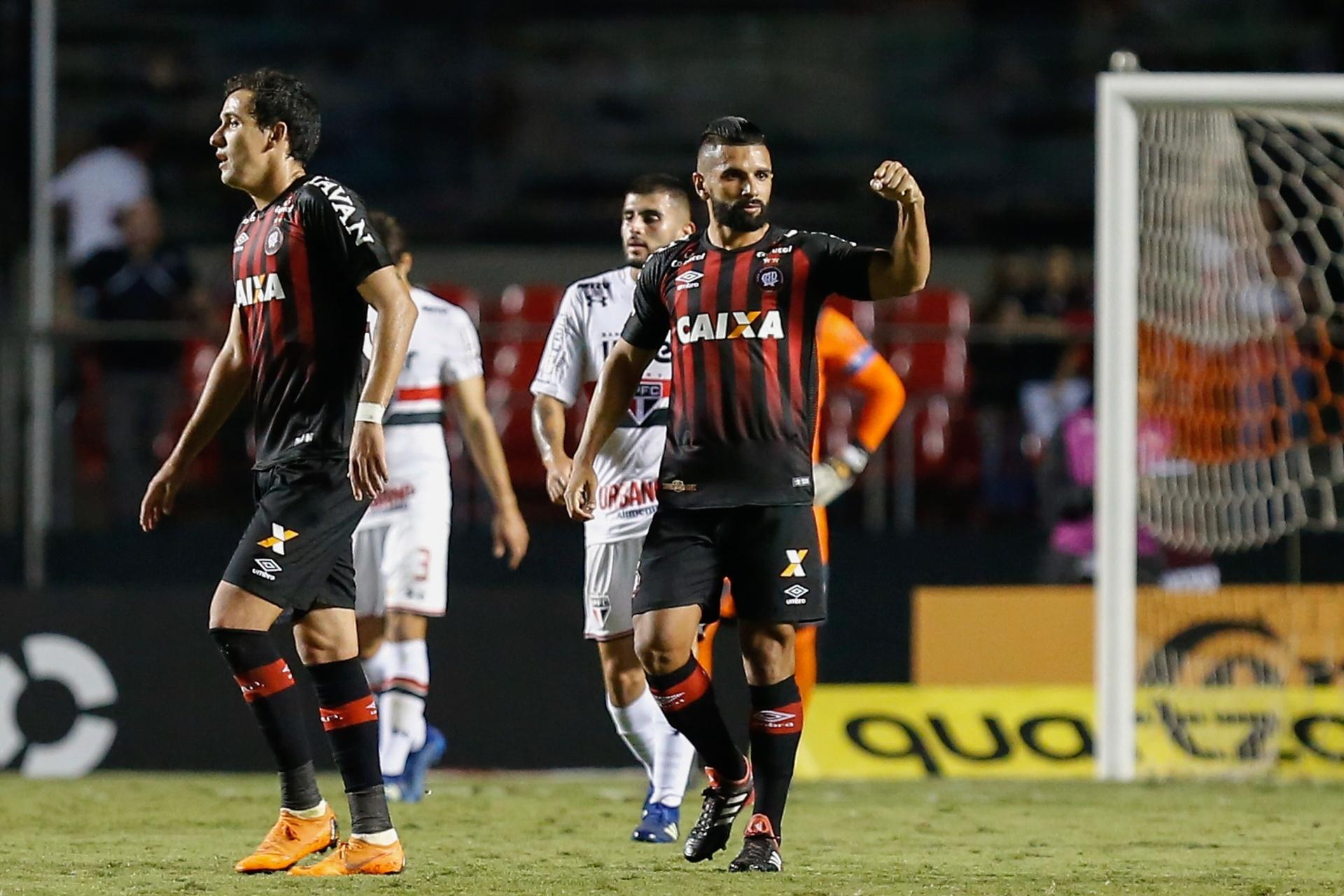 São Paulo abre vantagem e0c4e7dac62b0