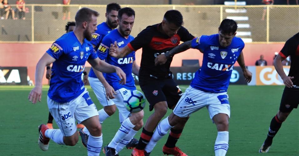 099a4c18e5 Vitória e Cruzeiro se enfrentam no Barradão pelo Campeonato Brasileiro 2018