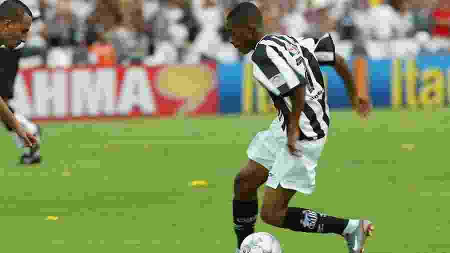 Na casa de Jean, as pedaladas não foram de Robinho e deram o título do Brasileirão ao Botafogo em 2002 - Antônio Gaudério/Folhapress