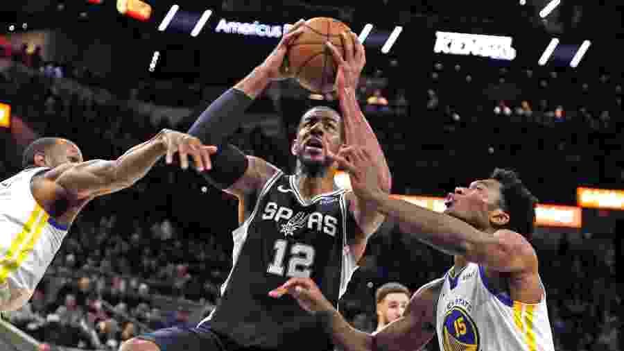 Ronald CortesAFP. LaMarcus Aldridge, do San Antonio ...