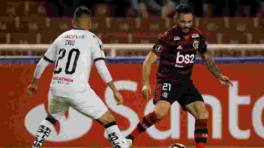 Pará em ação durante jogo do Flamengo contra a LDU - Daniel Tapia/Reuters