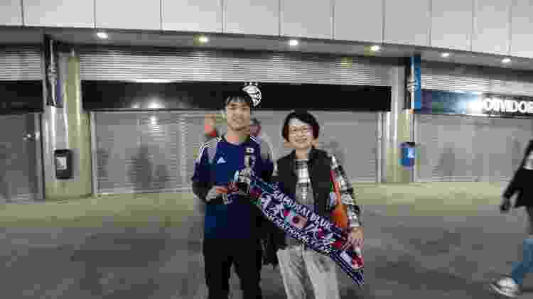 Torcedor japonês levou a mãe para partida da seleção contra o Uruguai - Marinho Saldanha/UOL - Marinho Saldanha/UOL