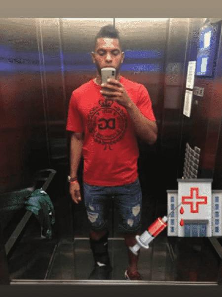 Borja posta foto com bota imobilizadora antes de fazer exames no tornozelo - Reprodução/Instagram