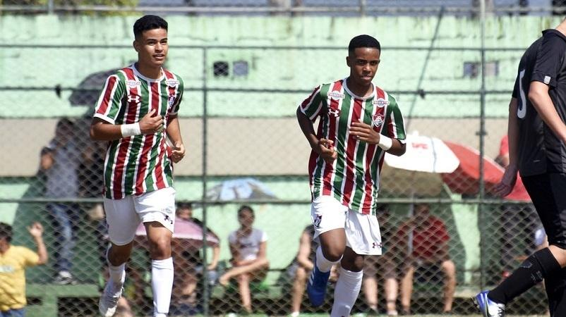 Miguel Silveira (à esquerda), promessa do Fluminense