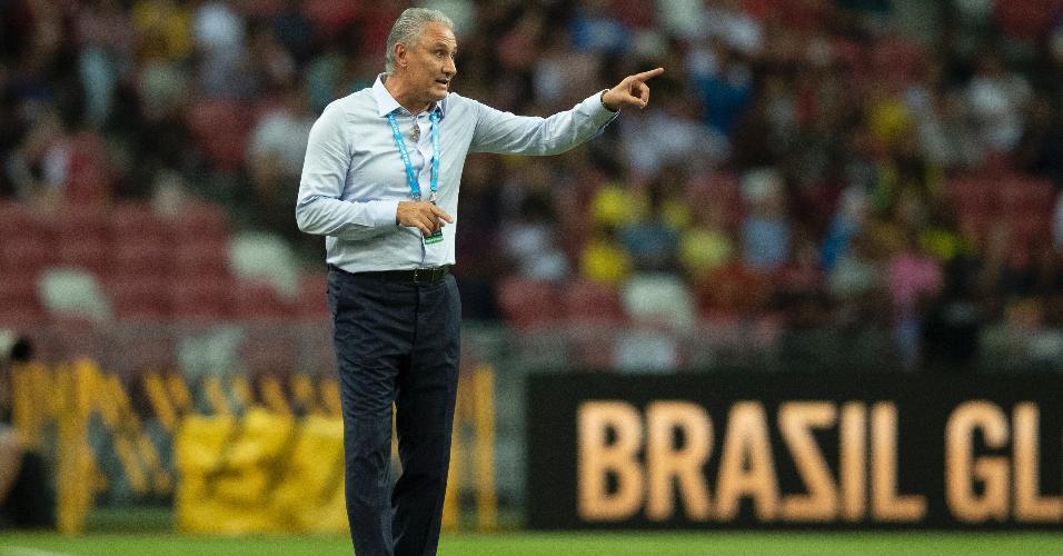 Tite comanda a seleção brasileira no amistoso com a Nigéria
