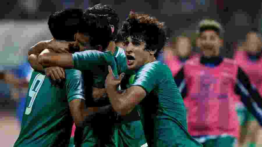 Jogadores do Iraque comemoram gol em partida contra Irã - REUTERS/Muhammad Hamed