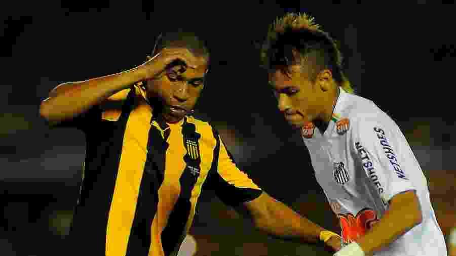 Neymar jogando pelo Santos durante a Libertadores de 2011 contra o Peñarol  - Dante Fernandez/LatinContent via Getty Images