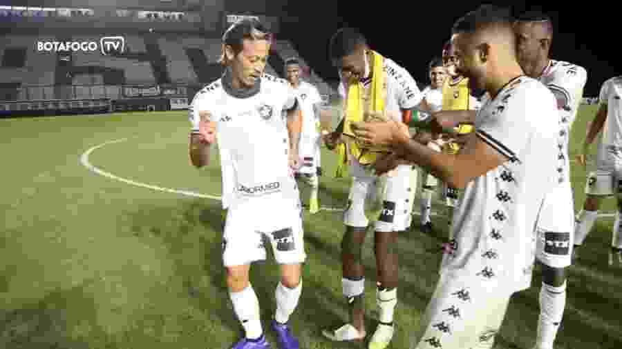 Honda, meia do Botafogo, samba após classificação às oitavas da Copa do Brasil - Reprodução