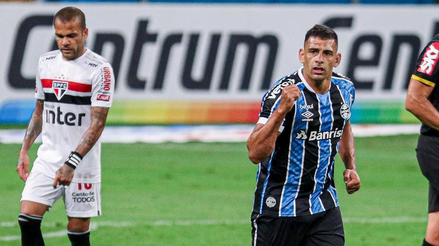 Diego Souza comemora gol marcado pelo Grêmio contra o São Paulo na Copa do Brasil - Fernando Alves/AGIF