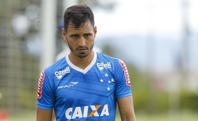 Lateral/meia Sánchez Miño, em treinamento do Cruzeiro, na Toca da Raposa