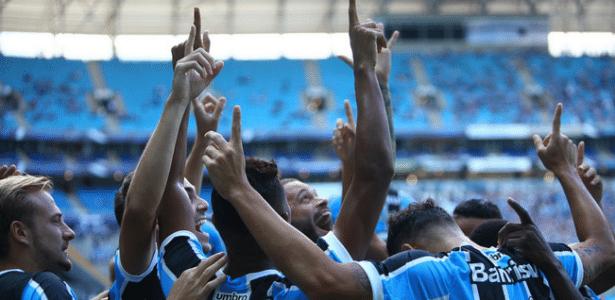 Jogadores do Grêmio comemoram boa atuação do time contra o Lajeadense - Lucas Uebel/Grêmio