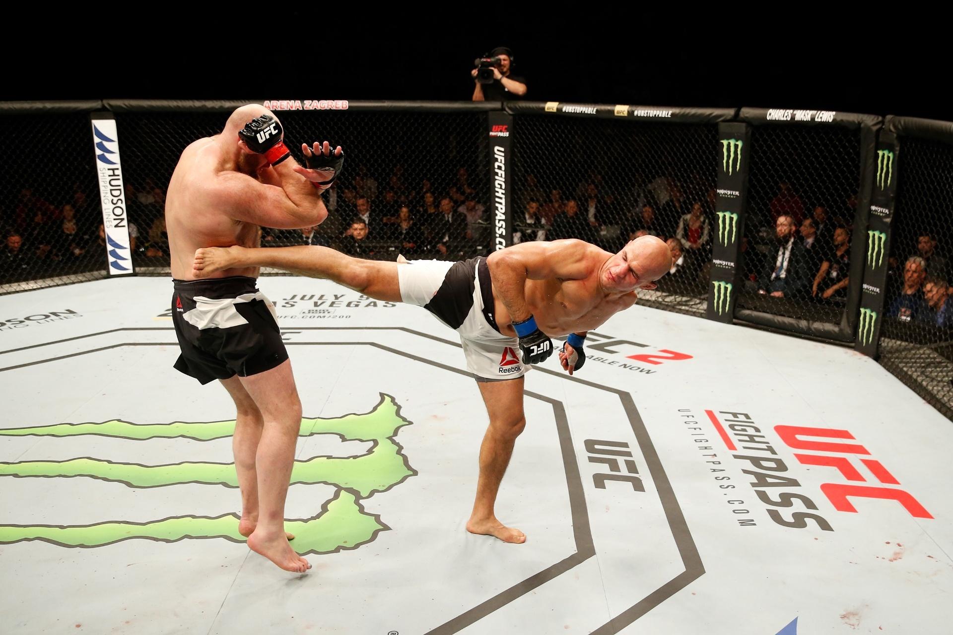 Junior Cigano venceu Ben Rothwell por pontos na estreia do UFC na Croácia