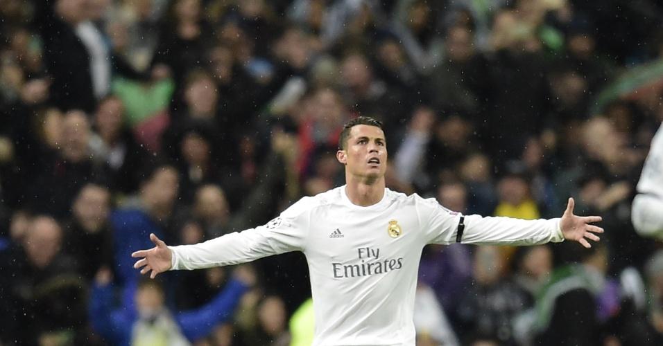 Cristiano Ronaldo comemora após marcar o segundo gol do Real Madrid contra o Wolfsburg pela Liga dos Campeões