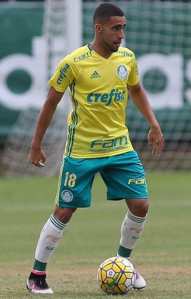 Volante Gabriel participa de jogo-treino do Palmeiras na Academia de Futebol