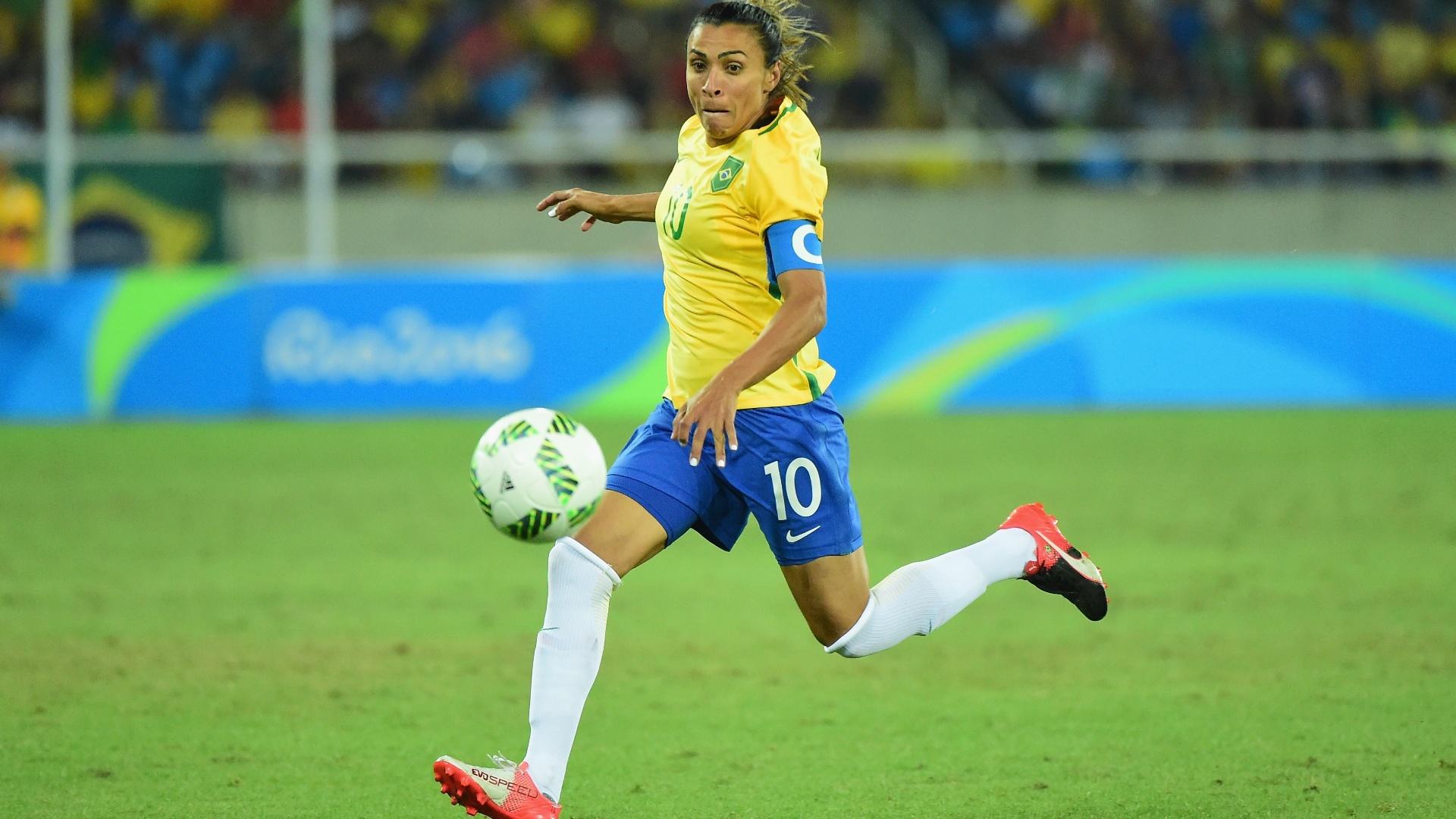 Capitã da equipe brasileira, Marta, na partida contra a Suécia